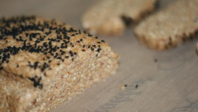 Rohkost Mandel-Zwiebel-Brot